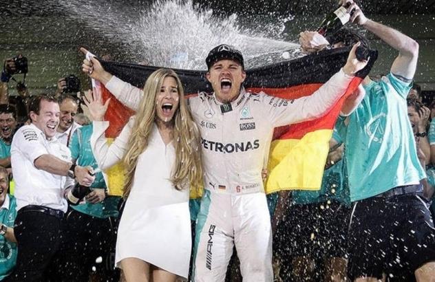 Нико Росберг оставляет «Формулу-1» взвании чемпиона