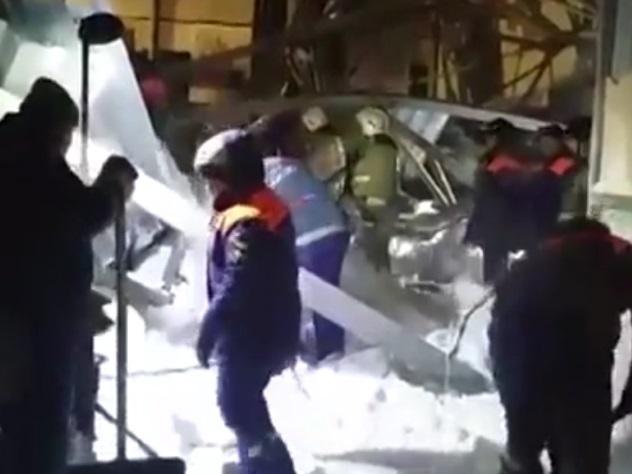 ВБердске нарухнувшей крыше конного манежа собралось около 480 тонн снега