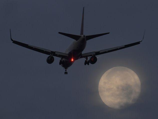 Лайнер Qatar Airways готовят ксамому длительному полету вистории