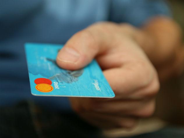 Банки предложат клиентам контролировать траты супругов