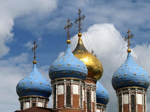 ВРостове-на-Дону диакон устроил стриптиз