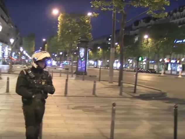 Умер полицейский, ответственность взяло насебя ИГ— Теракт встолице франции