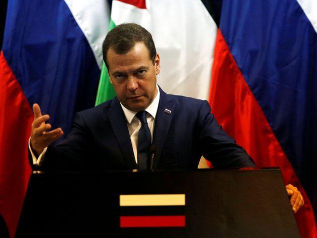 МРОТ поднимут допрожиточного минимума задва года— Медведев