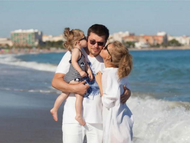 Кристина Асмус показала семейную идиллию дочери и мужа