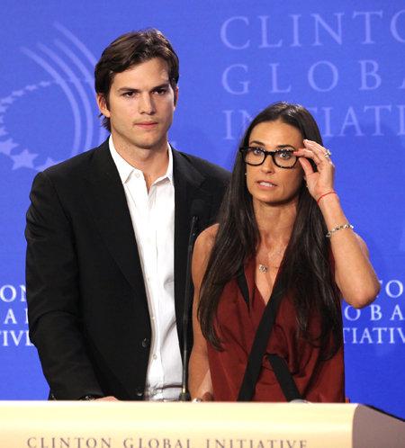 Эштон КАТЧЕР и Деми МУР никак не комментируют разразившийся вокруг их семьи секс-скандал/ Фото: Splash/All Over Press