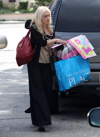 ... с подарками... Фото: Radaronline.com