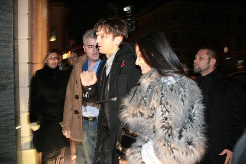 В воскресенье вечером Деми МУР и Эштон КАТЧЕР отправились поужинать в московский ресторан