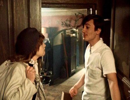 С Татьяной ДОГИЛЕВОЙ Олег подружился на съёмках «Покровских ворот». Актриса в тайне надеялась, что партнер станет уделять ей больше внимания, но служебного романа у них так и не случилось