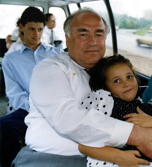 Виктор Черномырдин с внучкой