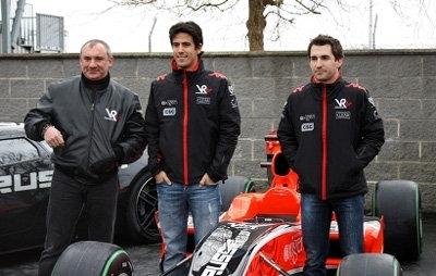 Николай ФОМЕНКО с пилотами Marussia Motors - фото sport.rian.ru
