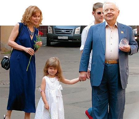 Когда Марина родила Машу, её мужу Олегу ТАБАКОВУ стукнул 71 год (фото Анастасии ПЛЕШАКОВОЙ/
