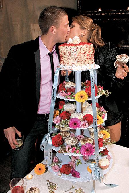 В день рождения БОНИ Алекс СМАРФИТ обеспечил возлюбленной сладкую жизнь