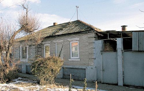 В этом доме на улице Сальская жила семья артистки
