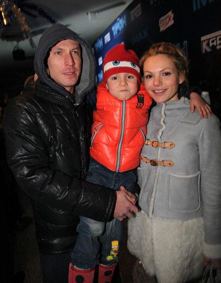Маша ЦИГАЛЬ с мужем и сыном