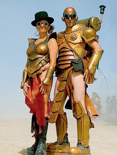 Большинство участников «Burning Man» ходят в странных костюмах...