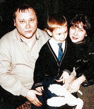 Вдова Юрия СТЕПАНОВА осталась одна с тремя детьми. Если в 2011 году она выйдет замуж, её никто не может осуждать
