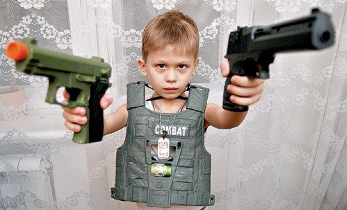 Уже в свои годы Андрей понял, что наша армия - это не игрушки, а маразм