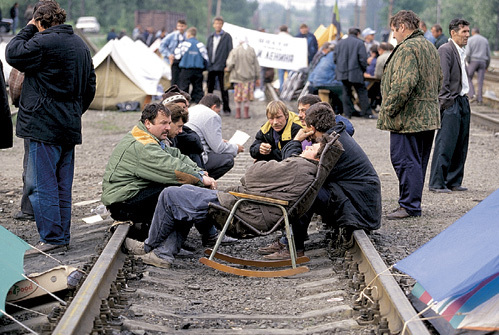 Шахтёрские забастовки вызывали у верхов только смех. Нарождающейся власти требовалось, чтобы рабочий был голодным и нищим. Фото РИА Новости