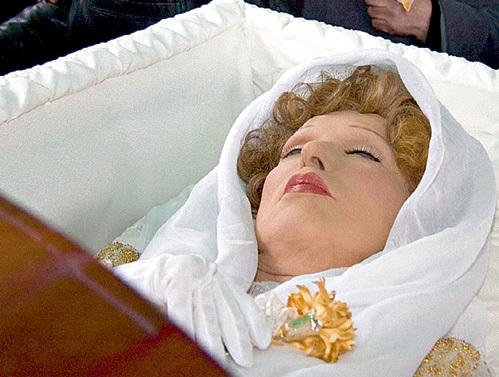 Присутствующим на церемонии прощания казалось: Людмила Марковна словно закрыла глаза и уснула