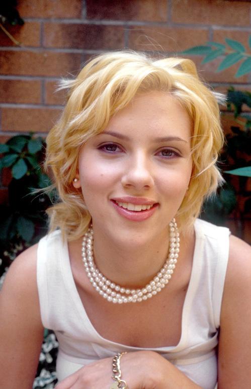 Скарлетт ЙОХАНССОН - 26 лет, она моложе Шона почти вдвое