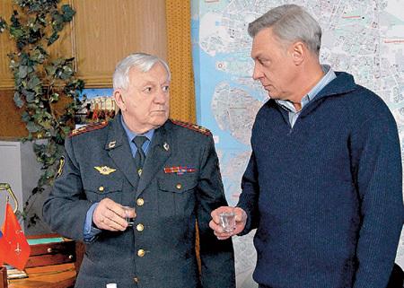 С полковником Соловцом (Александр ПОЛОВЦЕВ) у Кефирыча полное взаимопонимание