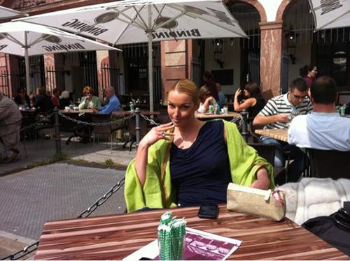 В перерывах между концертами Анастасия ВОЛОЧКОВА гуляла по немецким улочкам и пила белое вино в живописных кафе. Фото из