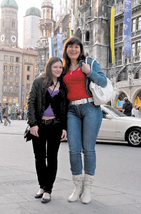 Дочь ПЕТРЕНКО Полина и внучка Настя надеются, что папа и дедушка приедет к ним в Мюнхен