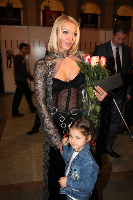 Анастасия ВОЛОЧКОВА с дочерью Аришей. Фото Ларисы КУДРЯВЦЕВОЙ
