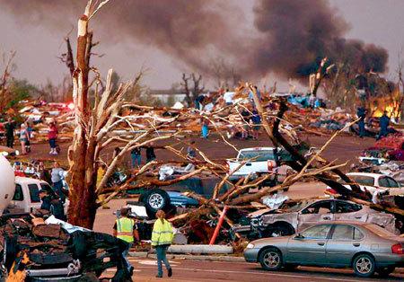 Торнадо сровнял с землёй половину города Джоплин