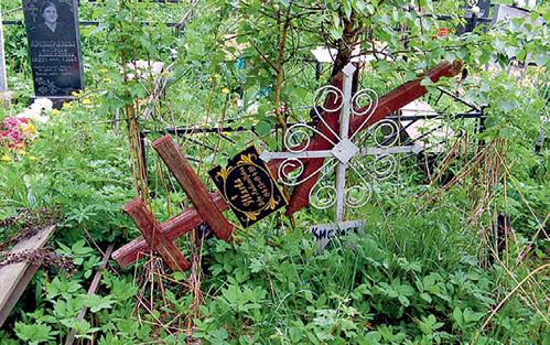 Могила актрисы уже давно находится в плачевном состоянии. Фото Лидии Нарцевой/necropolist.narod.ru