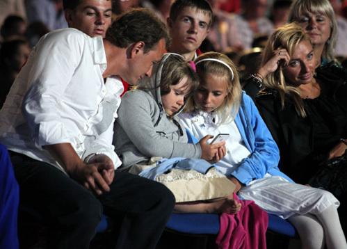 Марат БАШАРОВ и Татьяна НАВКА со своими дочками