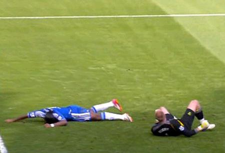 ДРОГБА упал как озимый, но всё же очнулся. Фото Francefootball.fr