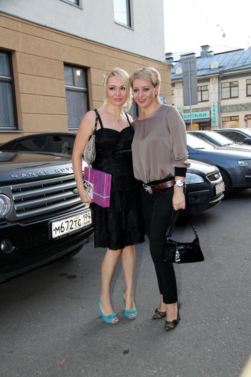 Катя ЛЕЛЬ с сестрой Ириной