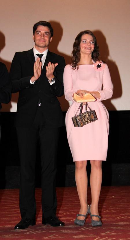 На премьере фильма «Не скажу», в котором Лиза и Максим снялись вместе, МАТВЕЕВ был одет более консервативно