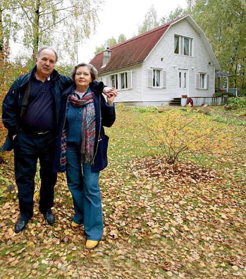 На подмосковной даче супруги живут с ранней весны до поздней осени. Этот участок пара купила в 1978 году