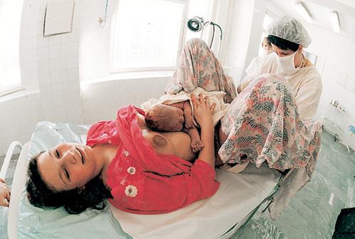 Несовершеннолетним рожать труднее, чем взрослым женщинам, из-за недоразвитого таза