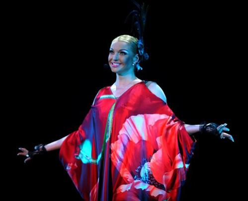 Анастасия не только танцевала, но и пела