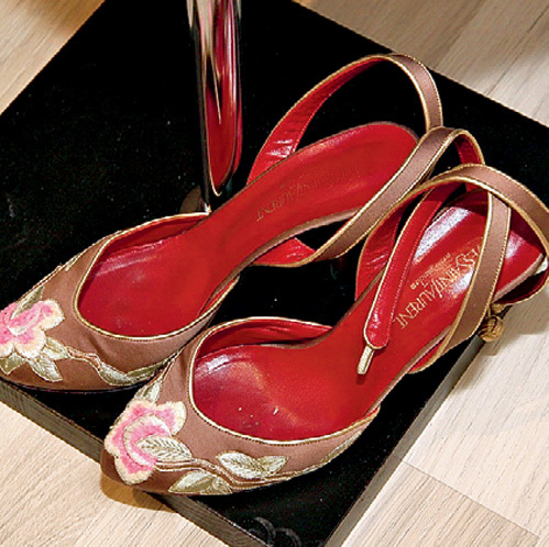 Эти оригинальные туфельки были куплены любимицей миллионов давным-давно, но из-за бережной заботы они выглядят как новые