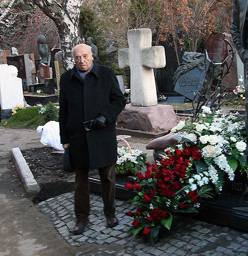 Владимир ЭТУШ у могилы друзей трогательно о них вспоминал