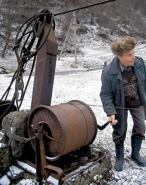 Пассажиров Михаил Юрьевич катает с помощью троса и барабана