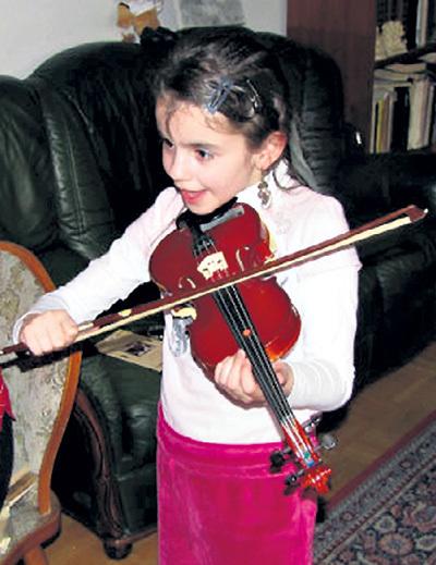 Маленькая Белла унаследовала не только внешность своего знаменитого отца, но и его музыкальность