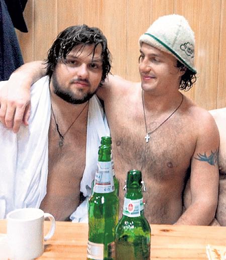 В последний день 2011 года Виктор ходил с братом Петром в баню