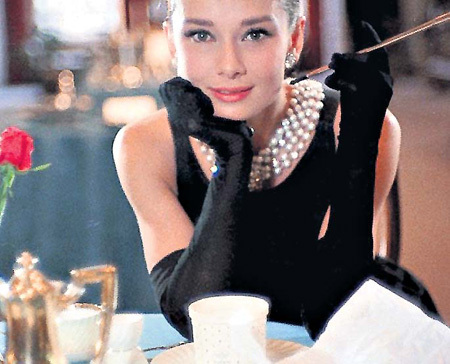 Одри ХЕПБЕРН (кадр из фильма «Завтрак у Тиффани»)