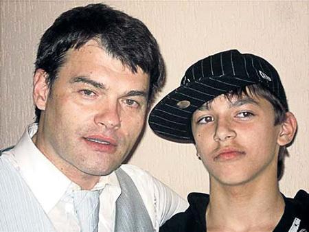 От второго брака у актёра растет сын Фёдор (фото dyatlov.forum24.ru)