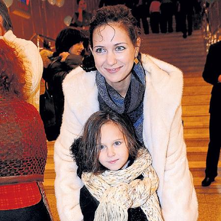 Мама и дочка очень похожи (фото PhotoXPress)