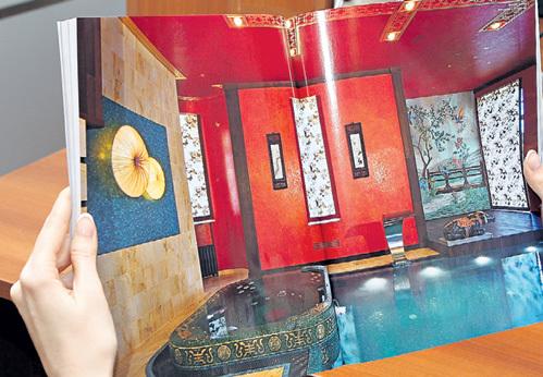 Невероятным бассейном в прозрачным дном и встроенной ванной-джакузи архитекторы гордятся особо