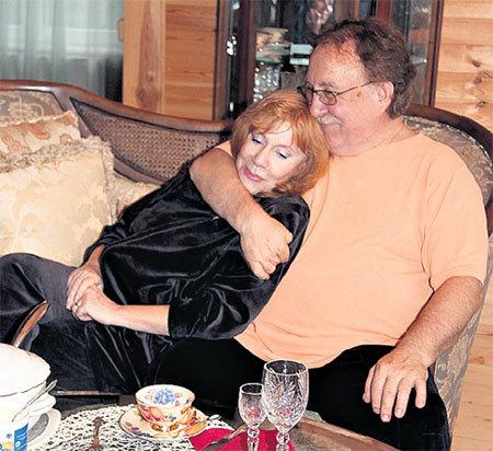 Кира и Анатолий 30 лет были неразлучны дома и на работе