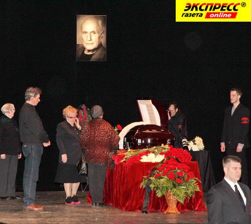 Прощание с Александром ПОРОХОВЩИКОВЫМ в театре им. Пушкина.