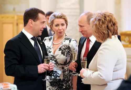 Дмитрий МЕДВЕДЕВ, Светлана МЕДВЕДЕВА, Владимир ПУТИН, Людмила ПУТИНА (фото РИА