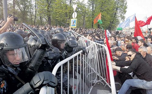 Стычки с полицией в России пока обходятся дебоширам очень дёшево